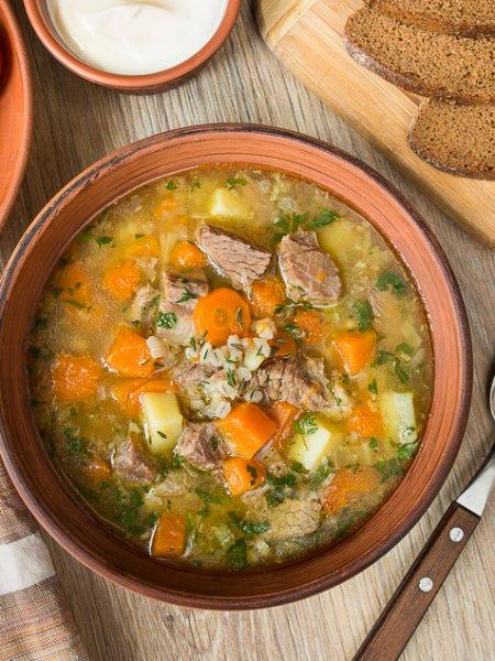 Суп с добавлением листьев овощей.