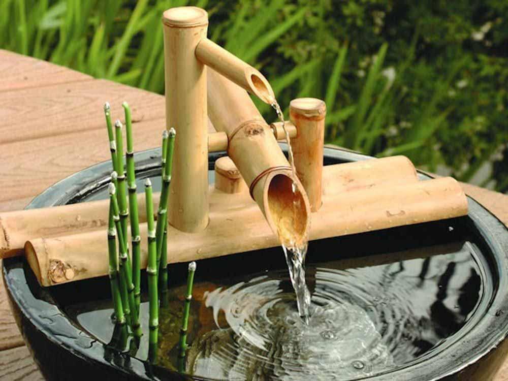 Бамбуковый фонтан для японского оформления сада.