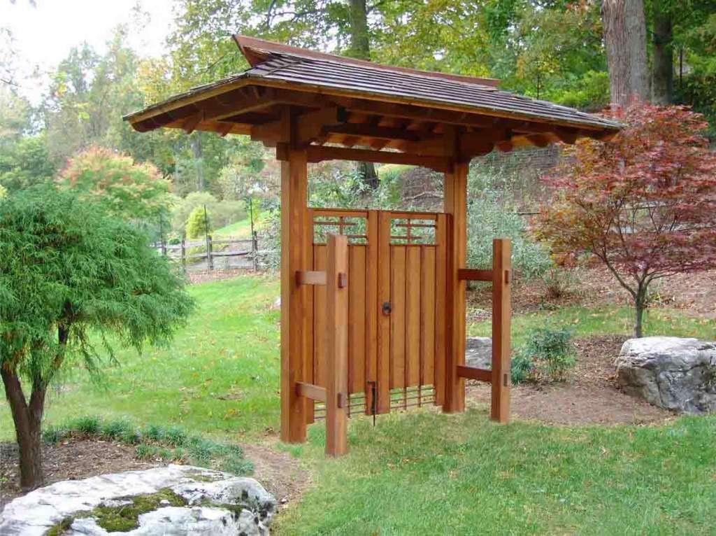 Ворота для оформления сада в японском стиле.